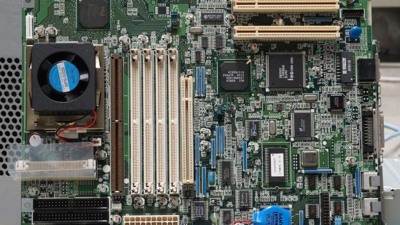 LPC1300シリーズとは?仕様・機能・評価ボード・開発環境・対応OSを紹介